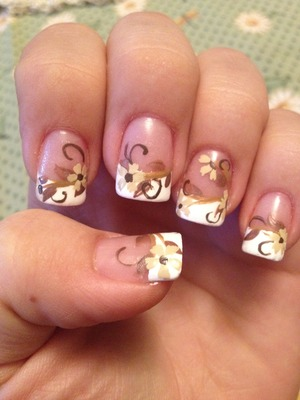 Antique floral wedding nails inspired by Robin Moses