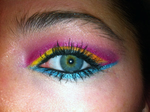 Cut Crease! Using the Maybelline's Color Tattoo as a base (Bold Gold, Fierce & Tangy, Pomegranate Punk and Tenacious Teal). Eyeshadow Colors used: MAC Bright Fushia (pigment), Orange, Chrome Yellow, Electric Eel and Shimmermoss. Note: I am growing my eyeb