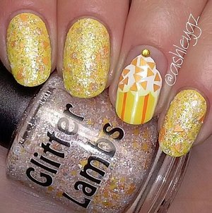 "This glitter topper is called ""Pumpkin Cupcake"" by Glitter Lambs. This glitter nail polish is worn by @ashleygz. So gorgeous and looks awesome! Love the cupcake!  Looks delicious! YUM!"