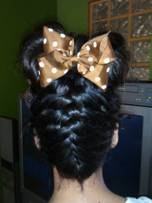 upsidedown braid and hair bow <3