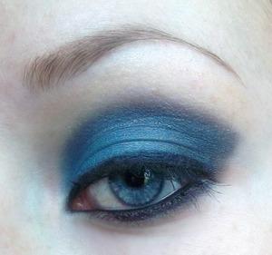 Blue smoky eye