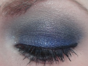 Sultry NYE Look. http://www.neutrakris.com/2011/12/video-sultry-new-years-eve-eyeshadow.html