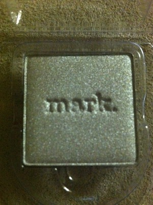 i-mark metallics eyeshadow in moonshine.