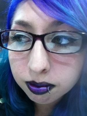 Double liner with black and purple lips.