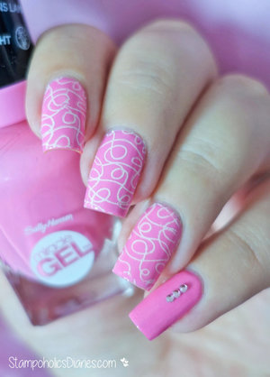 http://stampoholicsdiaries.com/2015/10/15/pink-nails-with-sally-hansen-mj-and-mundo-de-unas/