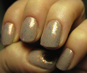 Leighton Denny's 'healthy glow' + Essece top coat special effects!