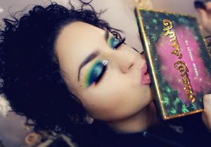 "The first thing I thought of after finishing my first eye was of the Northern Lights aka: Aurora Borealis.  I would love to know in the comments , What are some of your favorite "" Indie "" brand palettes?  Please dont forget to like! I will be starting giveaways on my Instagram as soon as I hit 1,000 followers, so pop on over and hit the follow button! <3   https://www.instagram.com/kiss_and_makeup420/"