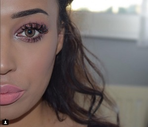 focus point : the eyes with a full glam lash