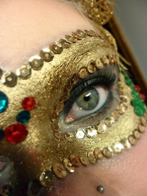 Christmas Masquerade 8th look featuring in my '8 Days of Christmas' series.  To view the tutorial on my youtube channel, click below: http://www.youtube.com/watch?v=oaISaTqcnN4