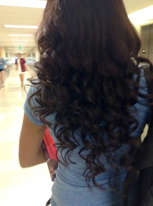Curled my friend's hair in Cos today ! 🙌😍