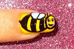 Bee nailart video tutorial: www.youtube.com/nailartbynidhi
