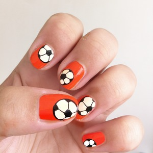 Dutch Wordlcup 2014 Nail Art  Essence - 145 Flashy Pumpkin Kiss Nail Art Striper Black and White