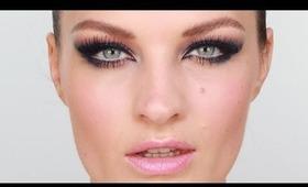 Kristen Stewart Navy Winged Out Eye Makeup
