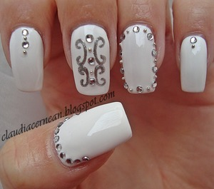 Tutorial on : http://claudiacernean.blogspot.ro/2013/04/unghii-albe-white-nails.html