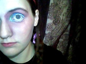 just got bored and only did one eye, cause I was getting tired and it was already just something to do when bored I'll probably go on to make a full hatter makeup but till then, ENJOY :D