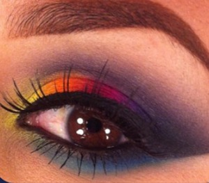 bright summer eye shadows with eye liner and defined eye brows I would love to learn this look