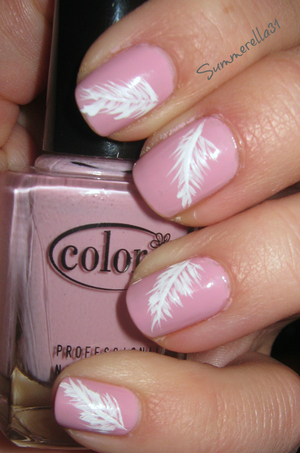 Color Club Get A Clue and a white nail art pen
