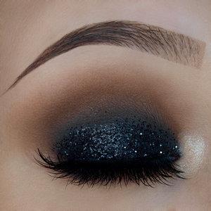 http://michellemorchella.blogspot.com/2016/10/glamour-glittery-eyelook.html
