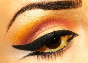 Dramatic Eyeliner Orange. More at Www.SaraAshouri.com !