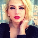 blonde hair , Red lips <3