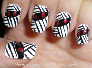 Mummy Nail Art   http://makeupfanatic27.blogspot.com/2011/10/notw-mummies.html
