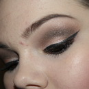 Brown gold smokey eye