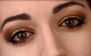Loose glitter on the lids, and red/gold eye shadow. Full video of the look is here https://www.youtube.com/watch?v=LpJFWAv564s I'd really appreciate some feedback! Thanks guys :) xx