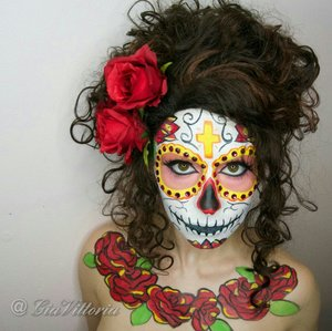 I love the sugarskull Facepaint it is one of my favorite looks for Halloween! !