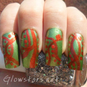 A green and orange mani. To find out how this look was achieved visit http://glowstars.net/lacquer-obsession/2012/08/green-and-orange
