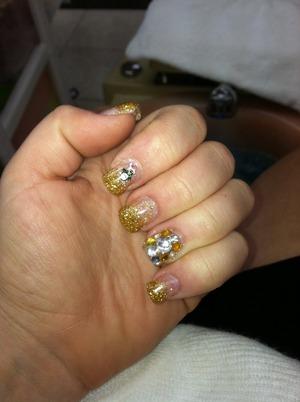 Spa day ❤️💅 mani, pedi, massage <3 holiday nails #penguins#goldglitternails#blingnails#diamondnails#fashionnails#trendynails#holidaynails#fashionfun#goldnails#nailart#nailglitter#gelnails#funday#spaday#pampermyself#happyholidays