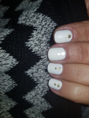 sally hansen hard as nails (300 white on) and Santèe mirror effect (02 Gold)