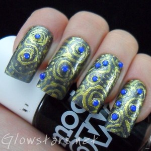 To find out more about this mani please visit http://glowstars.net/lacquer-obsession/2012/10/scrolls
