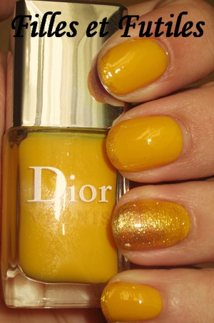 Dior Acapulco on the nails, Lighthouse by China Glaze for the french tips and Gold by The organic pharmacy for the gradient glitter nail