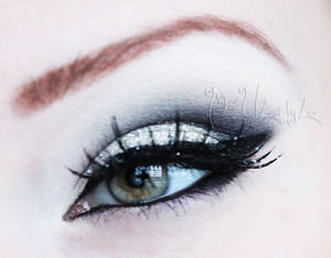 More of a subtle take on new years eyes. Find me on Facebook: www.facebook.com/madeulookbylex, you can also find a tutorial for this on my youtube channel, www.youtube.com/madeyewlook