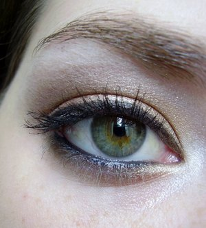 Rose Gold Eyeshadow using urban decay naked palette  Tutorial here: http://www.youtube.com/watch?v=XDuPQbYo13U&feature=related