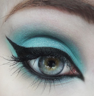 I love this color! (Not Listed: Concrete Minerals Eyeshadow in Vaccine)