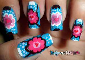This time I'm sharing an original design, flowery and hearty ! 