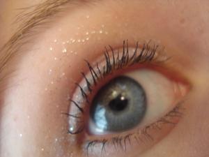 Light white glitter with mascara