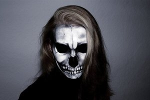 Here I decidet to do a high detailed Skull-makeup  enjoy my attached tutorial:  https://www.youtube.com/watch?v=CNZPS5ntyXQ