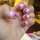 uñas blancas y púrpura