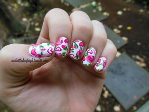 extra pic and more deets at my blog http://taupeisthenewblack.blogspot.ca/2012/09/notd-sep-2212-hearts-and-roses.html (also more on all my other manis too!)