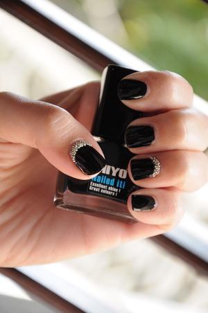miyo nailed it nail polish and some caviar manicure white pearls