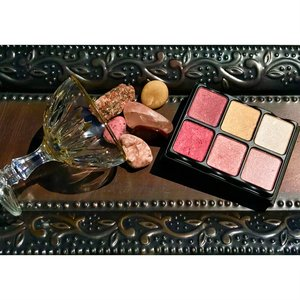 "Start the year of right. Pour yourself a Viseart Nuance Theory palette, ""On the Rocks"".  :)"