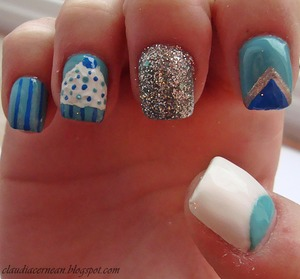 Tutorial on : http://claudiacernean.blogspot.ro/2013/01/unghii-cu-brioase-cupcake-nails.html