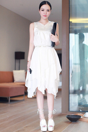 White dress, featuring V-neck, asymmetric hem with multi layered design, solid color, sleeveless. This elegant dress goes great with an exquisite belt and your black handbag when going shopping with your friends.