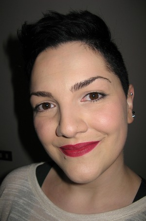Love this Rimmel lipstick by Kate Moss (n 107)!!! ^_^ Downside: it dries your lips a lot...