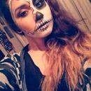 hallowen half skull