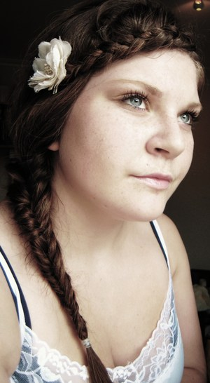 A summer fishtail braid, with a side braid in my bangs. Decorated with a flower.