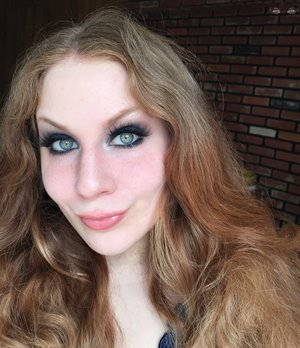 DRAMATIC & SMOKEY. http://theyeballqueen.blogspot.com/2017/04/dramatic-deep-navy-blue-smokey-eyes.html