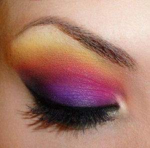 This is probably my fav look for summer! It's really bold and colorful.  Comment what you think of it :)